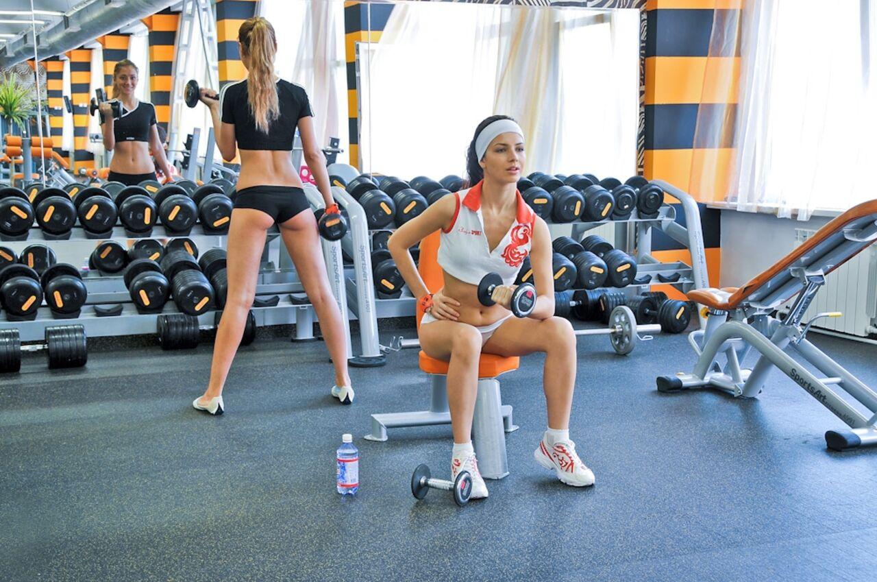 Фото девушки в раздевалке фитнес клуба 16 фотография