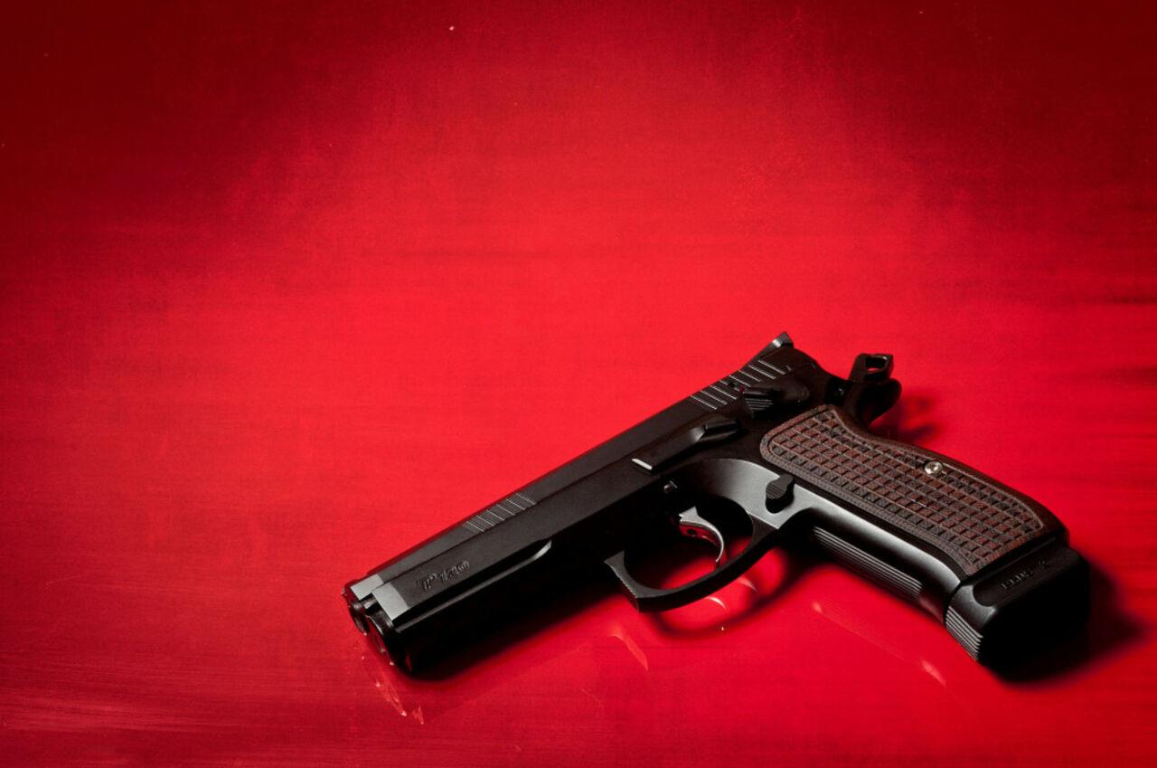 82-летняя жительница Кузбасса сдала вполицию венгерский пистолет времён ВОВ