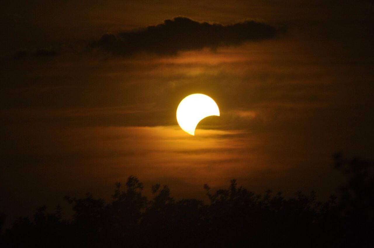Ученые выяснили что в будущем люди не смогут наблюдать солнечные затмения. Об этом пишет'Экономика сегодня