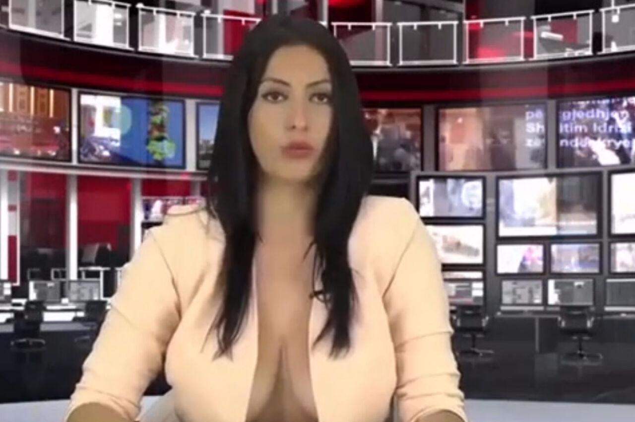 Фото девушки с расстегнутой блузкой без лифчика — 5