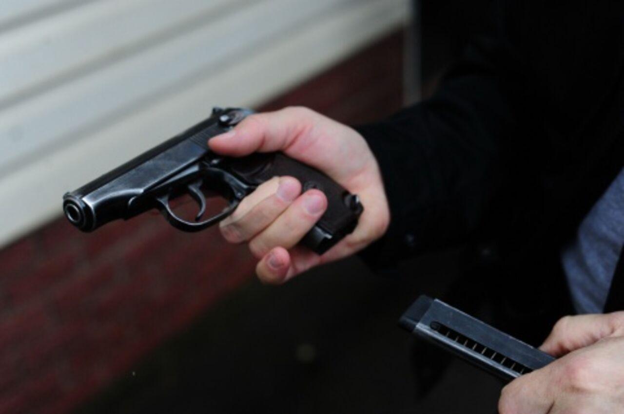Фото неизвестные пацаны с оружием 4
