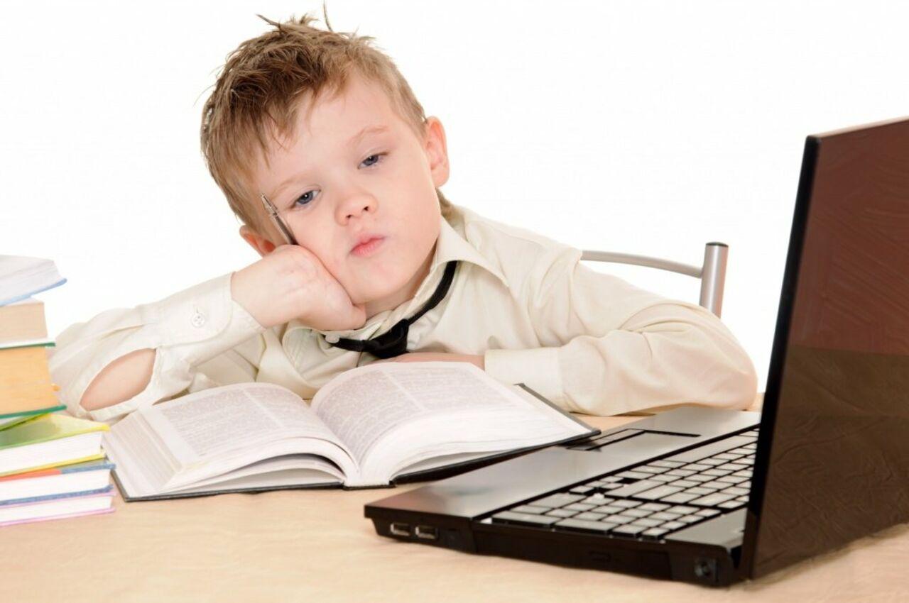 Практически половина русских школьников круглые сутки сидит вweb-сети интернет