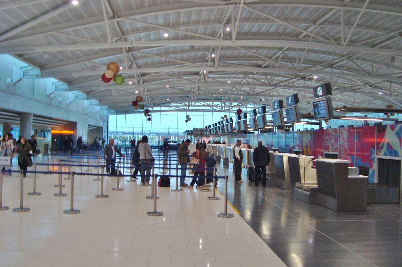 Две гражданскиРФ арестованы ваэропорту Ларнаки занападение наполицейского