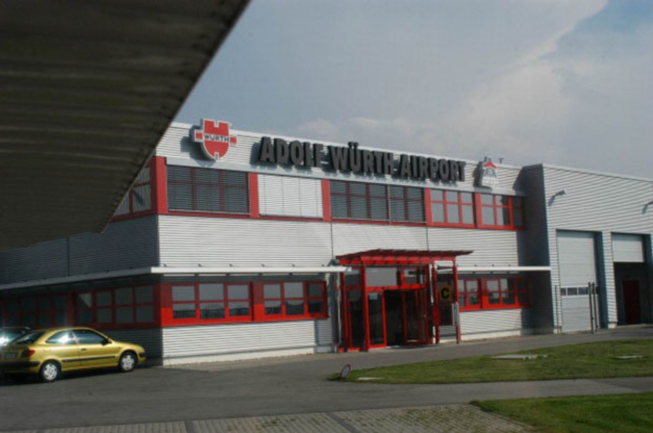 Два самолета столкнулись при посадке вГермании, есть погибшие