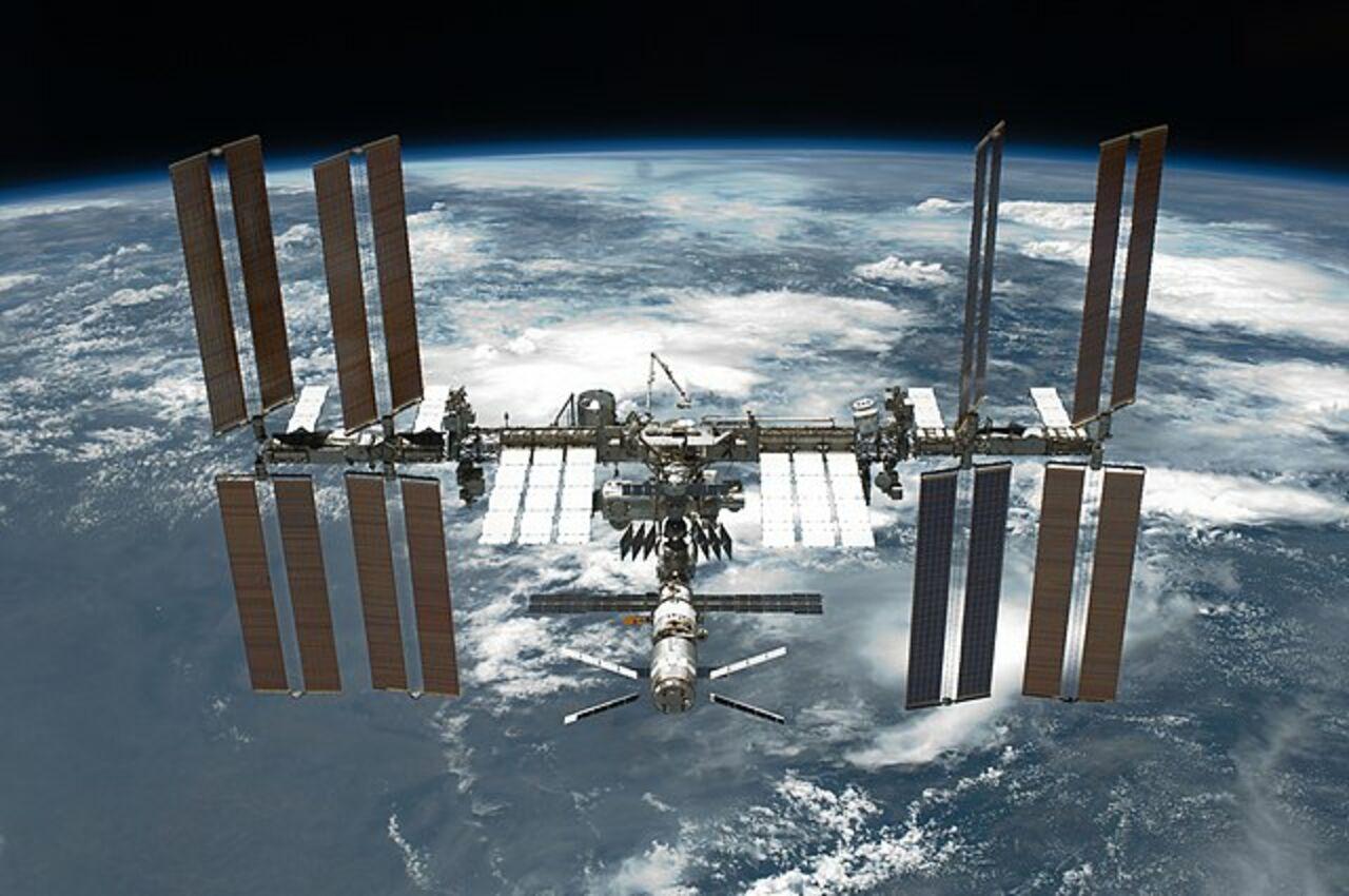 Русские  космонавты вернулись наМКС, окончив  осмотр «Союза МС-09»