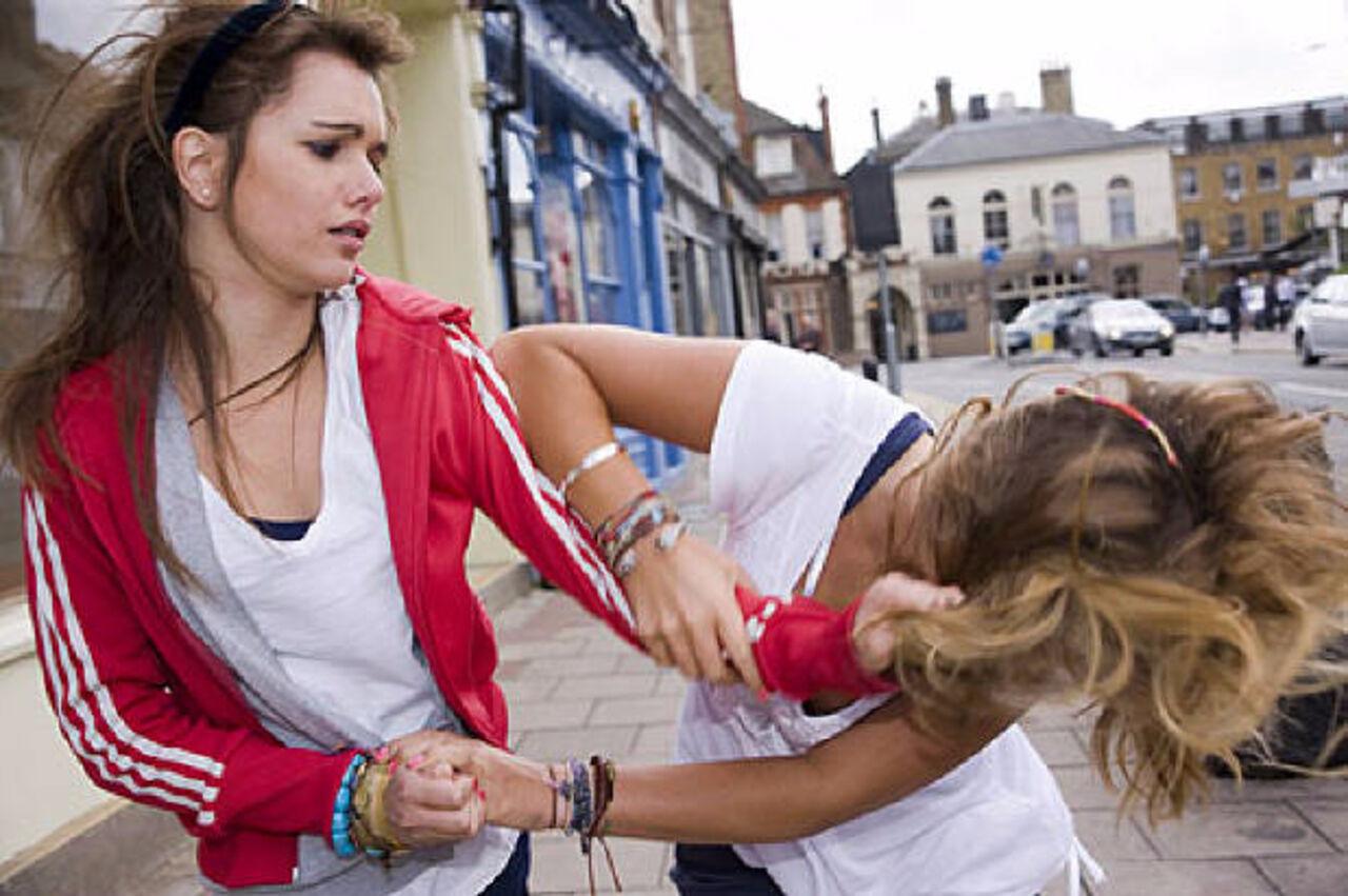 Смотреть девки избивают подругу 6 фотография