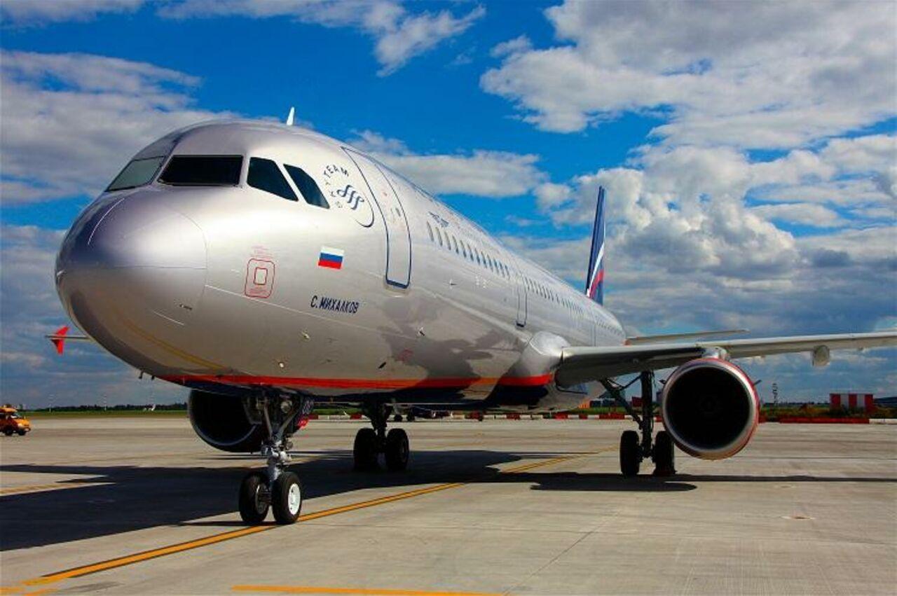 Пассажирский лайнер следовавший в Москву из Южно-Сахалинска совершил вынужденную посадку в Екатеринбурге из-за пьяного дебошира на борт