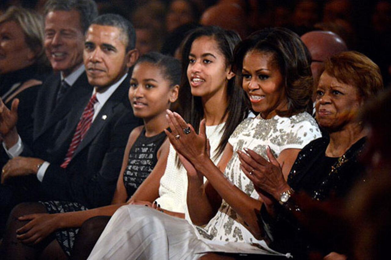 Обама готов отдать собственных дочерей наслужбу вармию