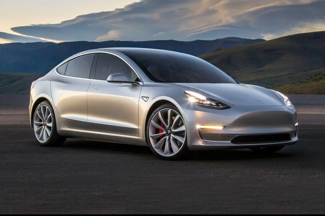 Tesla может начать производство пилотных версий Model 3 20февраля