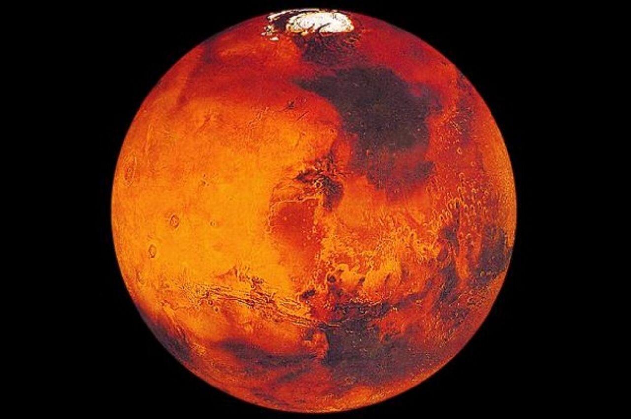 Учёные Марс стал непригоден для жизни из-за солнечных ветров