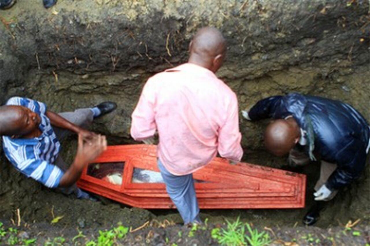 Мертвая африканка родила вгробу
