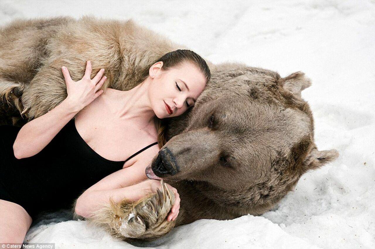 Русскую девочку сотрясает бурный оргазм 12 фотография
