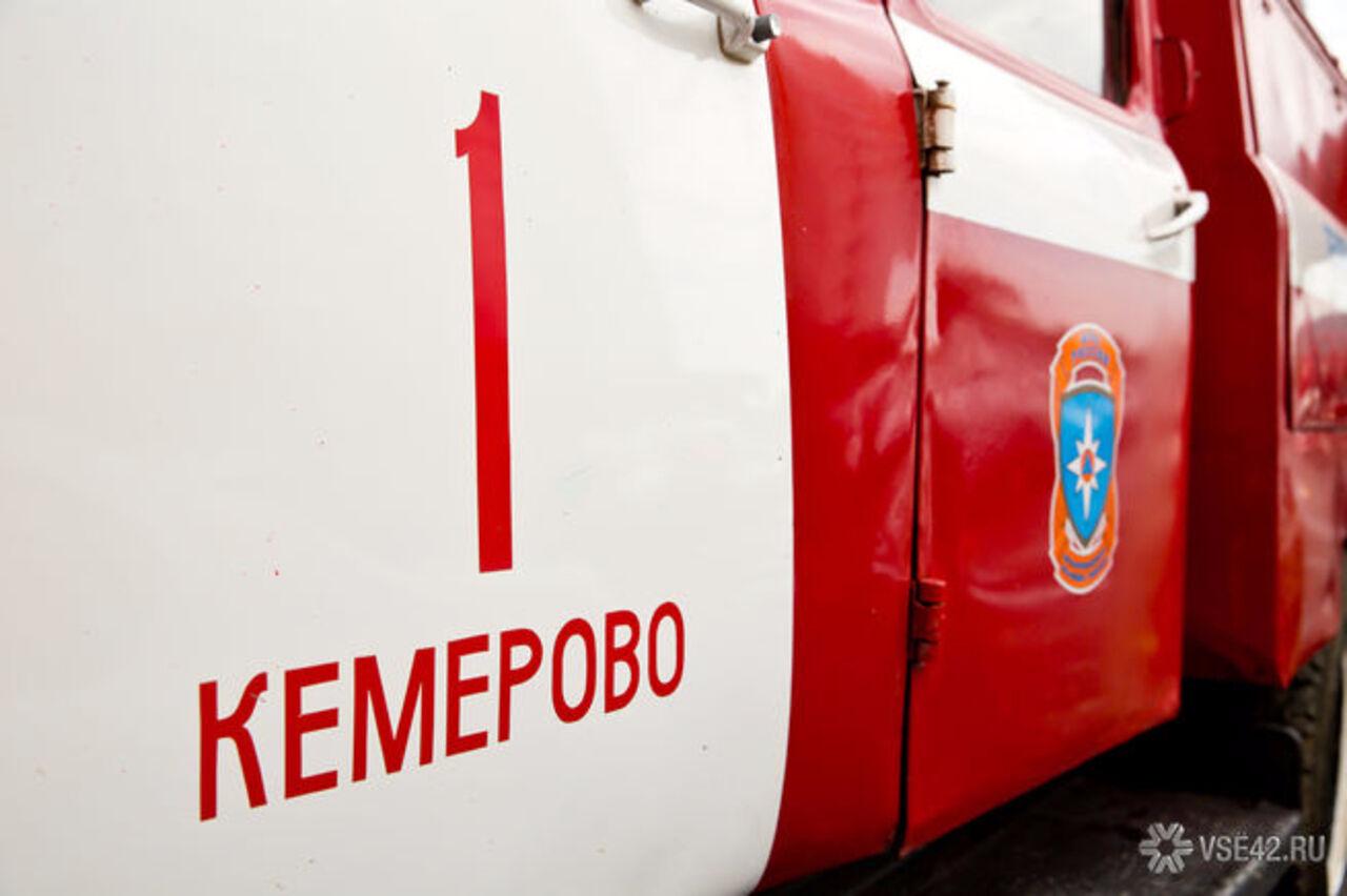 Ночью вКемерове полыхал автомобиль