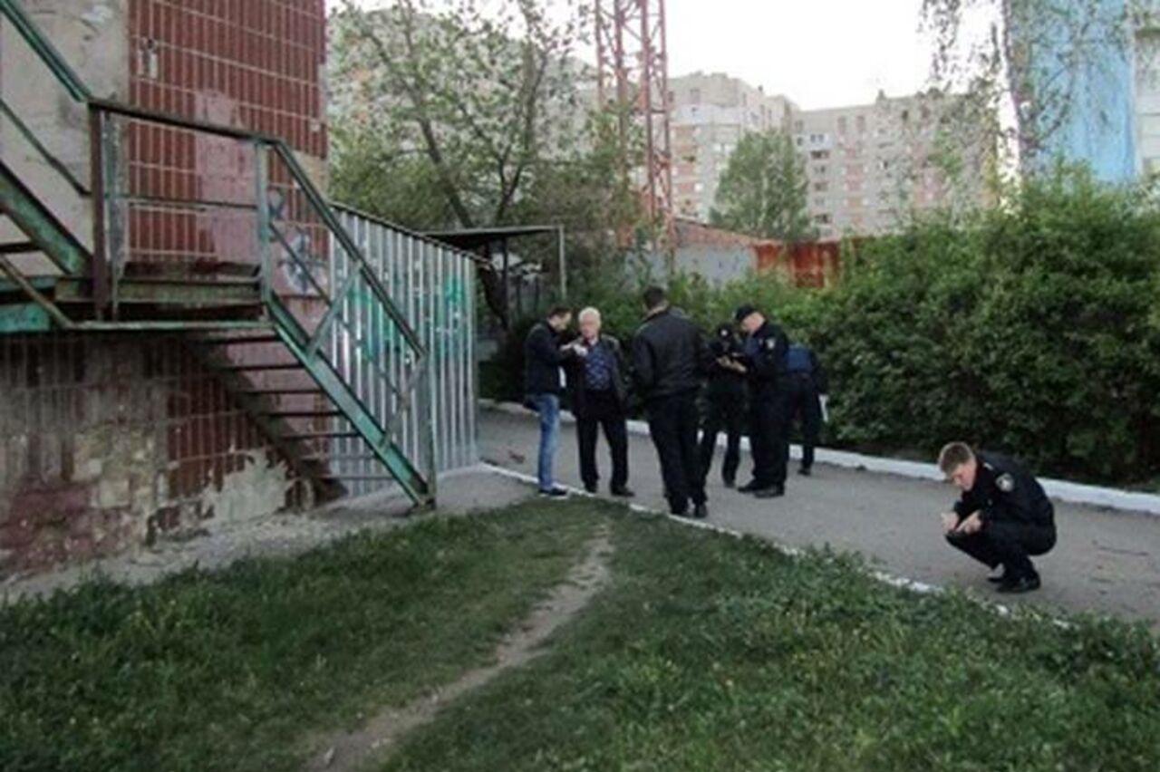 ВКиеве неизвестные устроили взрыв: появились фото сместаЧП