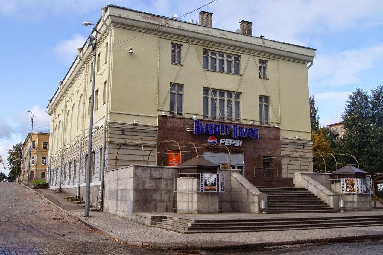 ВПетербурге зрители одного изкинотеатров устроили массовую драку насеансе