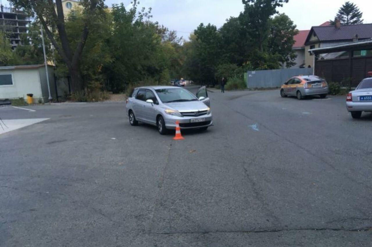 Полугодовалые дети пострадали при наезде иномарке воВладивостоке
