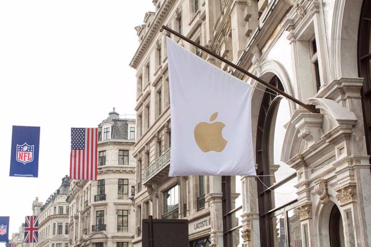 Встолице Англии  10 мотоциклистов ограбили Apple Store