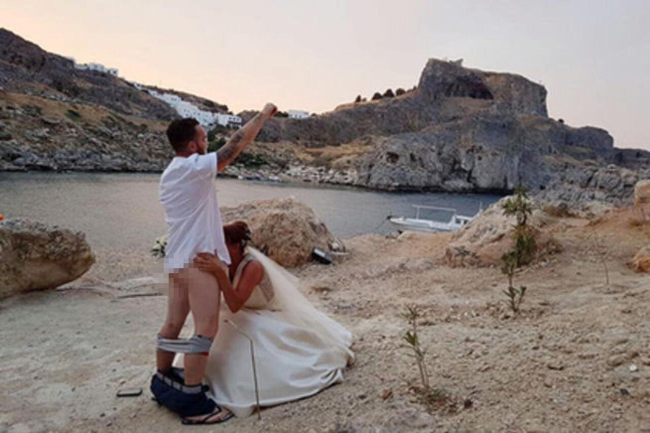 Митрополит Родосский Кирилл запретил венчания в легендарной часовне из-за орального секса