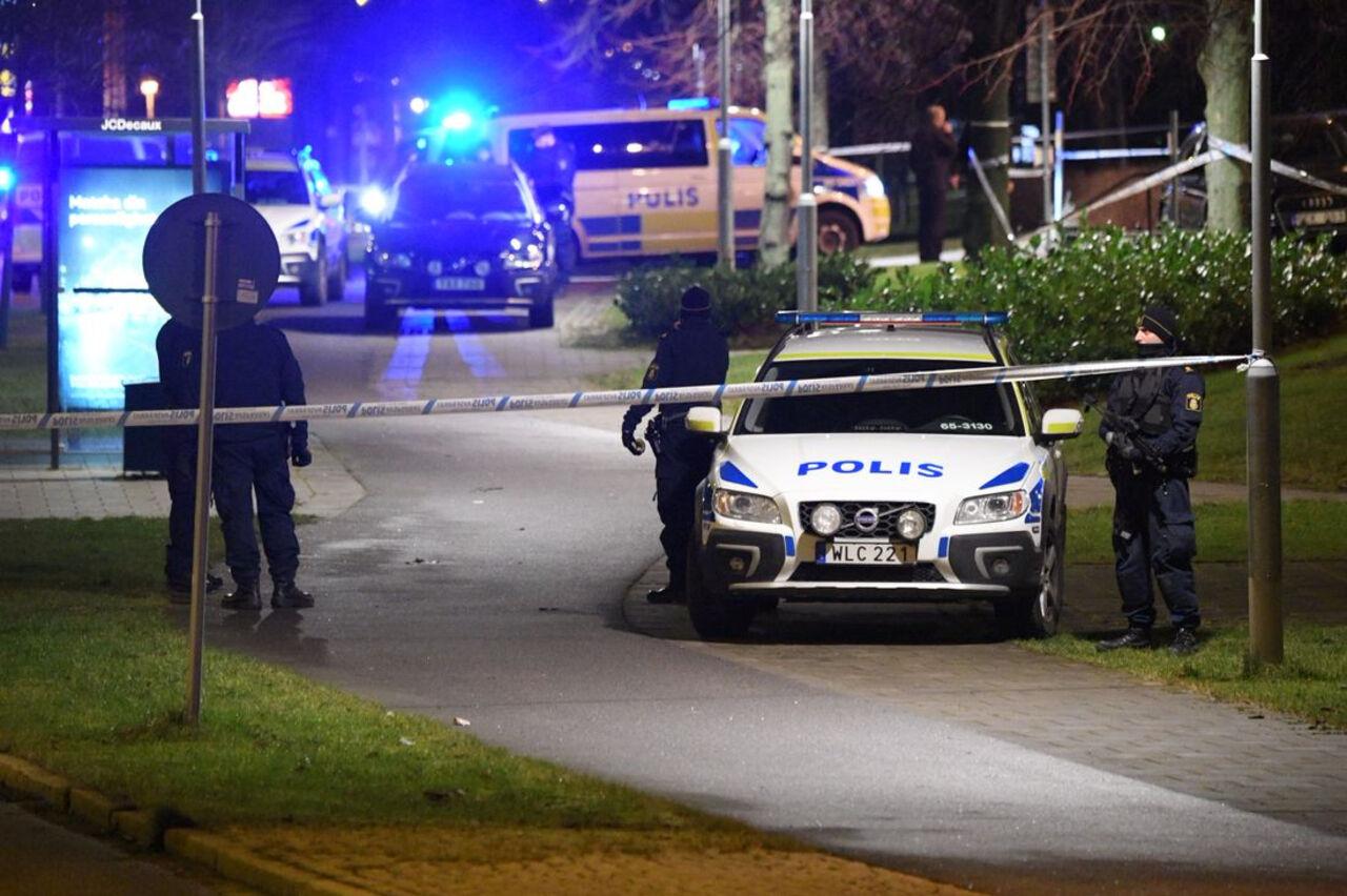 ВШвеции произошёл мощнейший  взрыв около  здания полицейского участка
