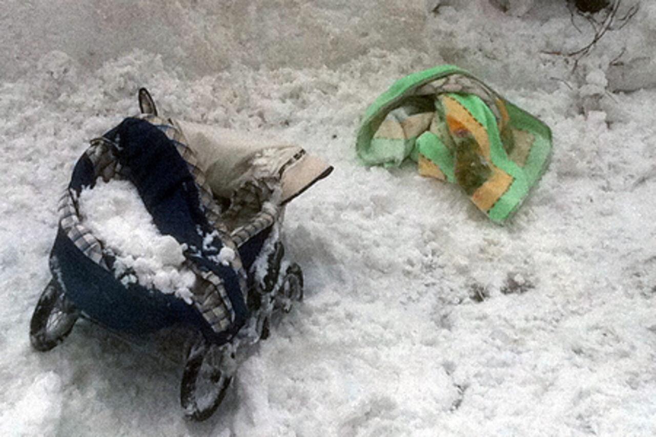 В югре упавший с крыши снег убил двухлетнего ребёнка / vse42.