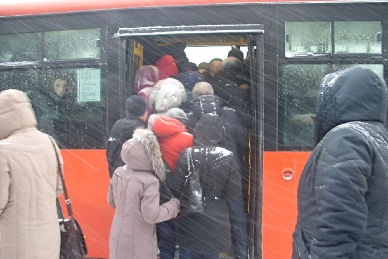 Фото в автобусы дівчата 13 фотография