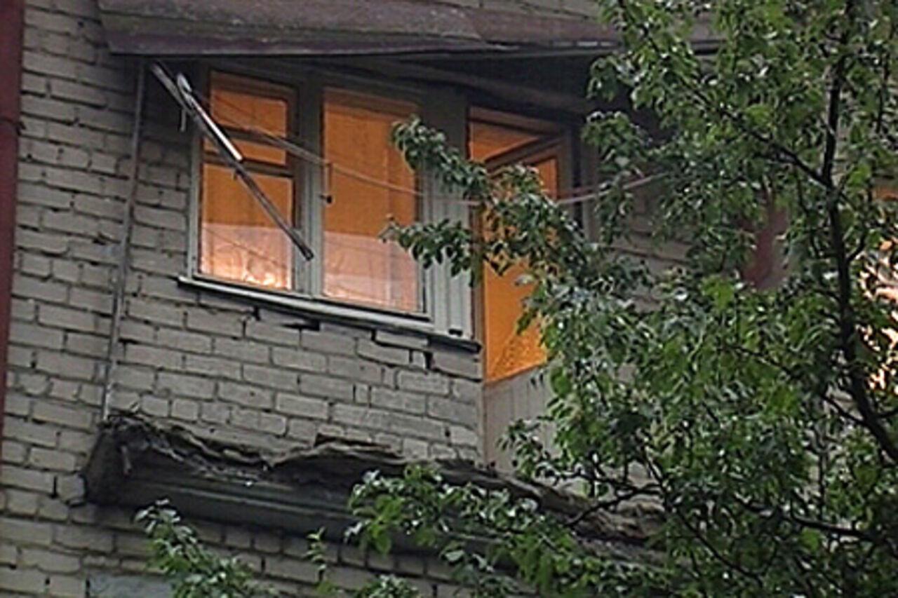 За обрушение балкона в ростове оштрафовали жкх.