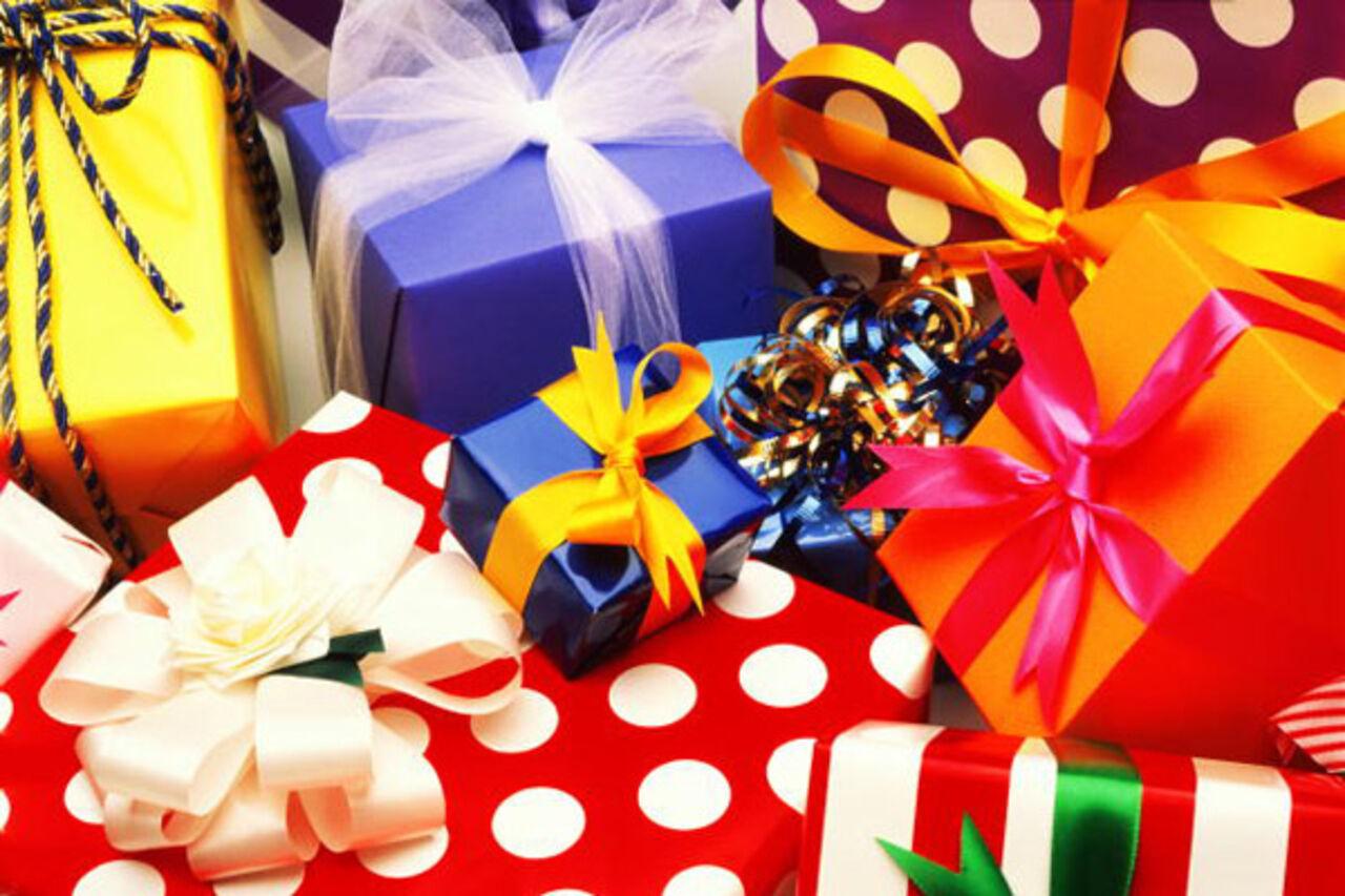 Поздравления на день рождение с подарками