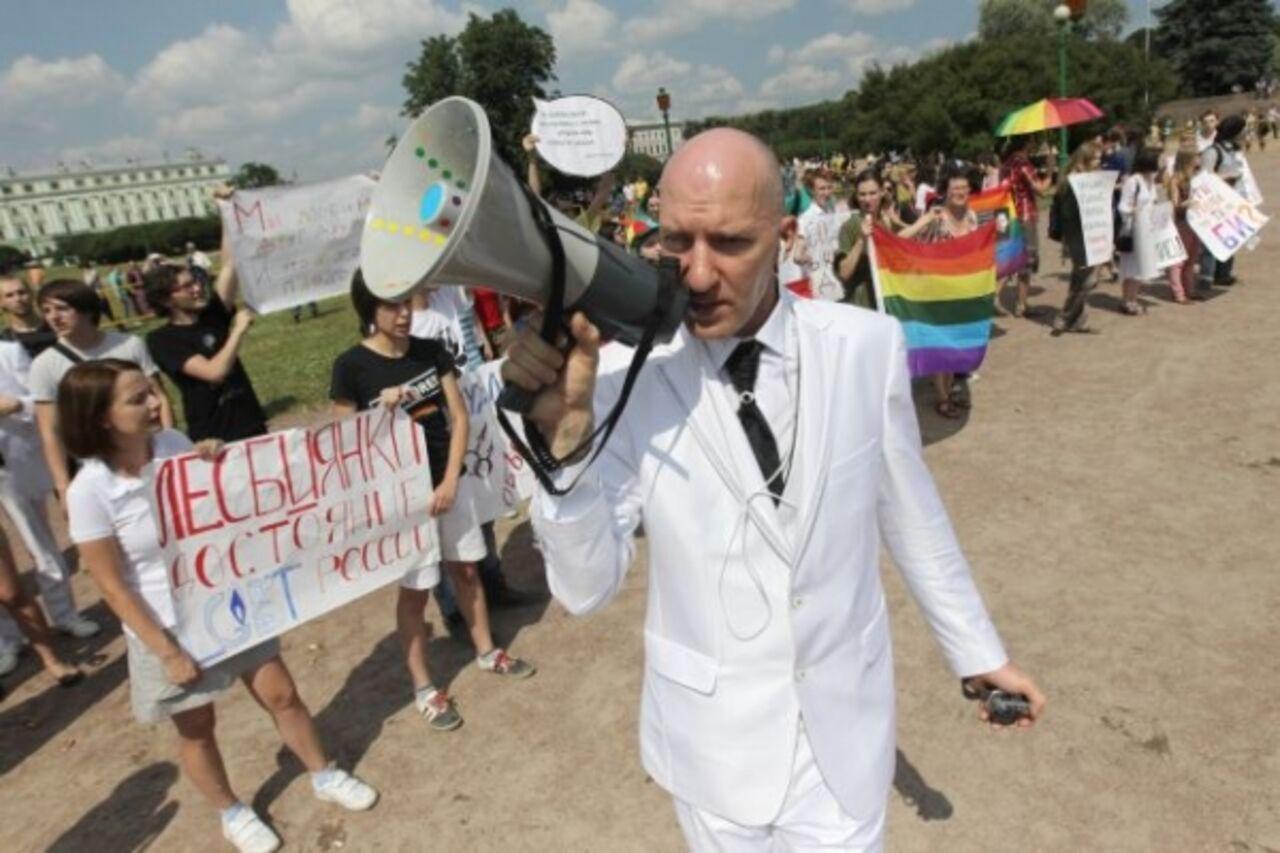 Десантники пообещали 2 августа геев не бить