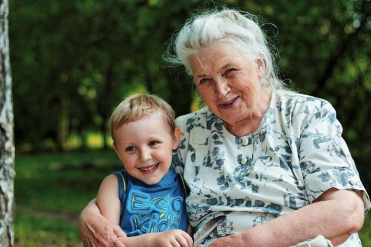 Старуха учит внука любви 19 фотография
