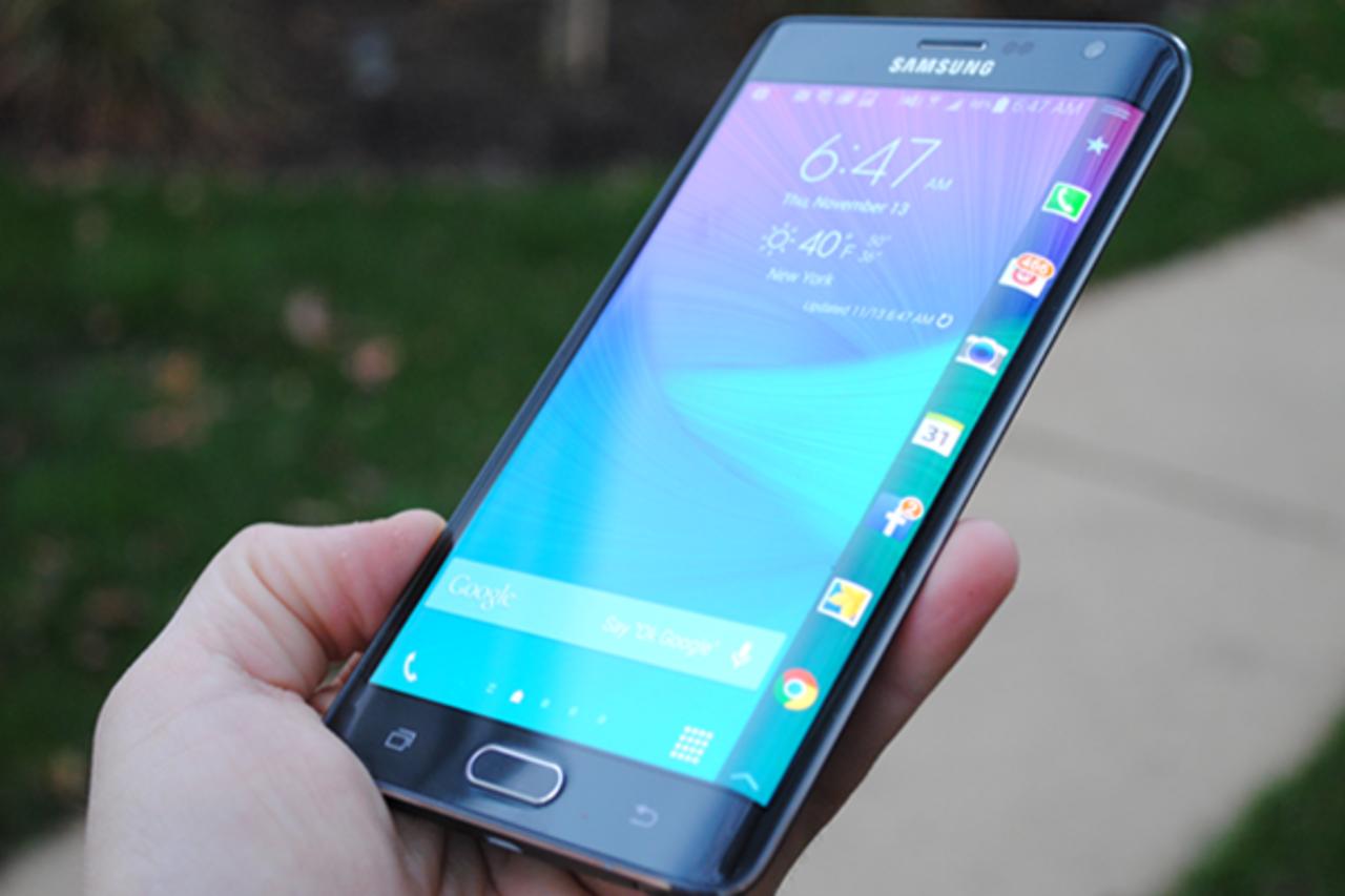Флагманский смартфон Samsung Galaxy S6 на 32 ГБ упал в цене до 29 000 рублей. Падение стоимости составило порядка 20
