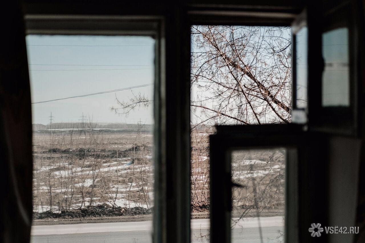 ВКузбассе скончался выпавший изокна сшестого этажа мужчина