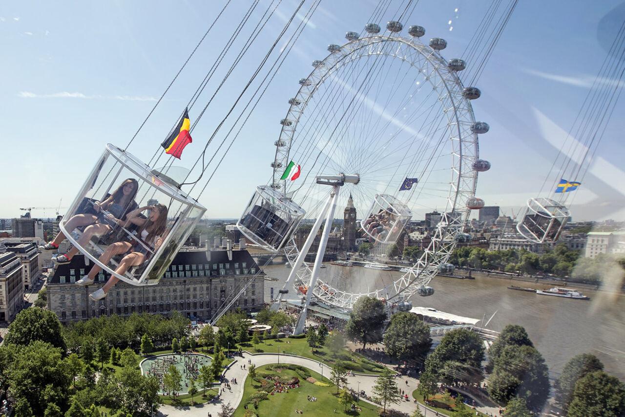 Встолице Англии сломался 60-метровый аттракцион: 19 туристов повисли ввоз ...