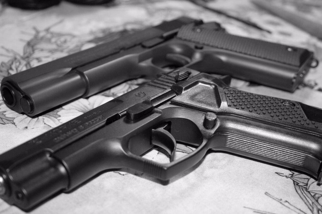 ВПрокопьевске мужчина распивал спиртное начужой машине иобстрелял ее владельца