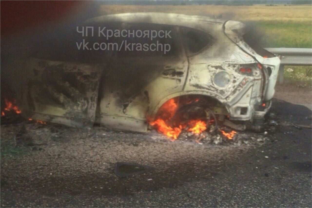 Шофёр выбежал иззагоревшегося авто ибыл сбит микроавтобусом