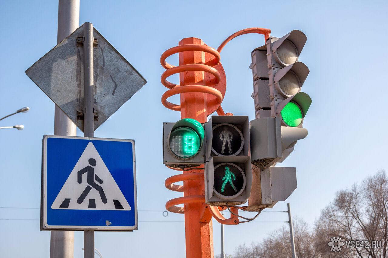 ВКемерове по-новому заработал светофор напересечении Красноармейской иДзержинского