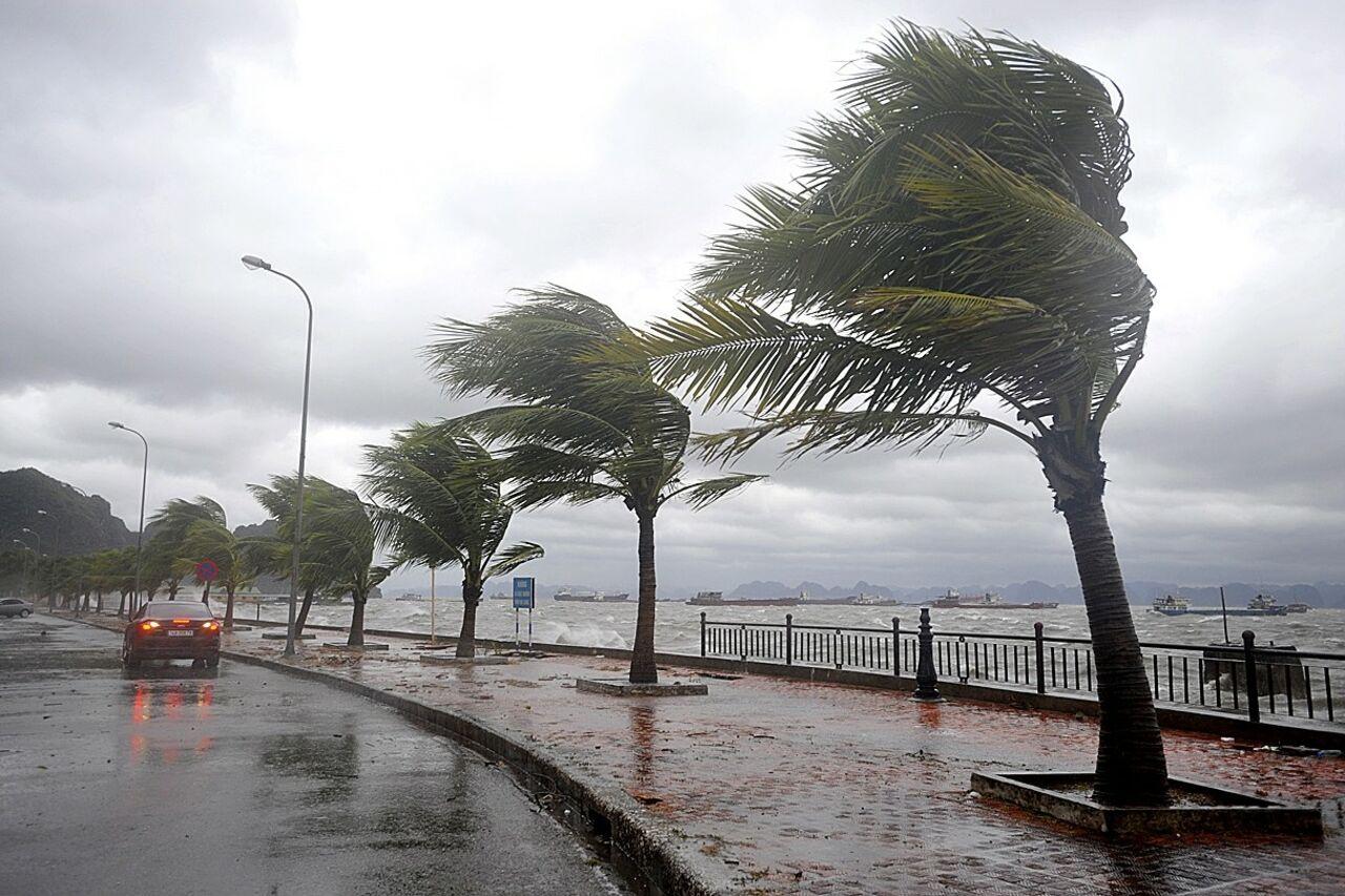 В «Поднебесной»  из-за тайфуна отменили около 250 рейсов