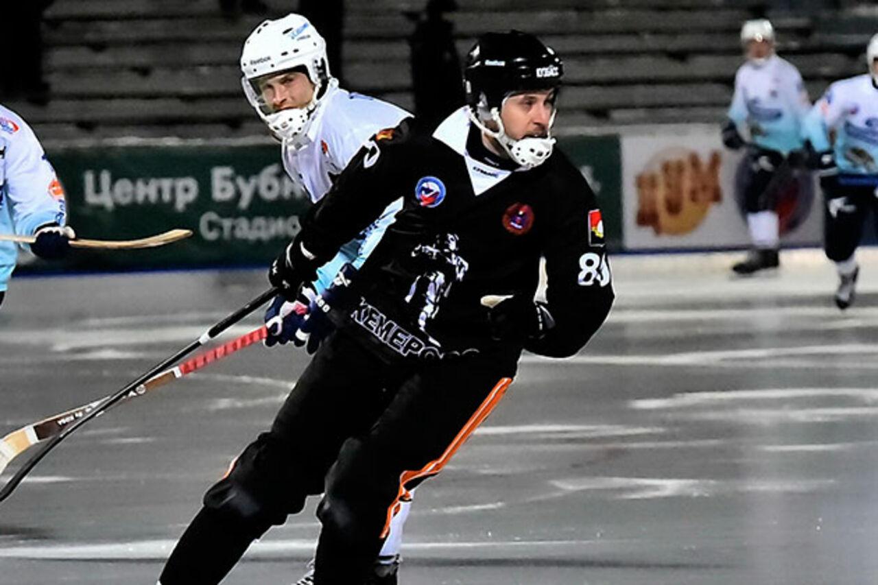 Хоккей смячом: «СКА-Нефтяник» победил «Кузбасс» впервом матче серии