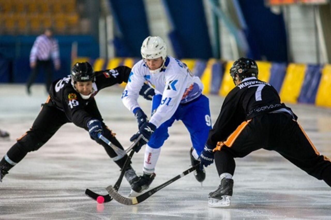 Хоккейный «Кузбасс» проиграл «Сибсельмашу» вматче Чемпионата РФ