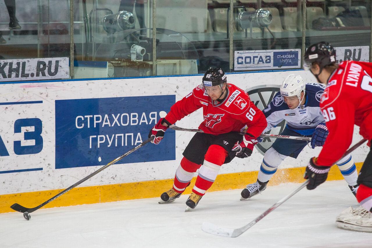 Новокузнецкий «Металлург» уступил «Нефтехимику» вКХЛ, потерпев 6-е поражение подряд