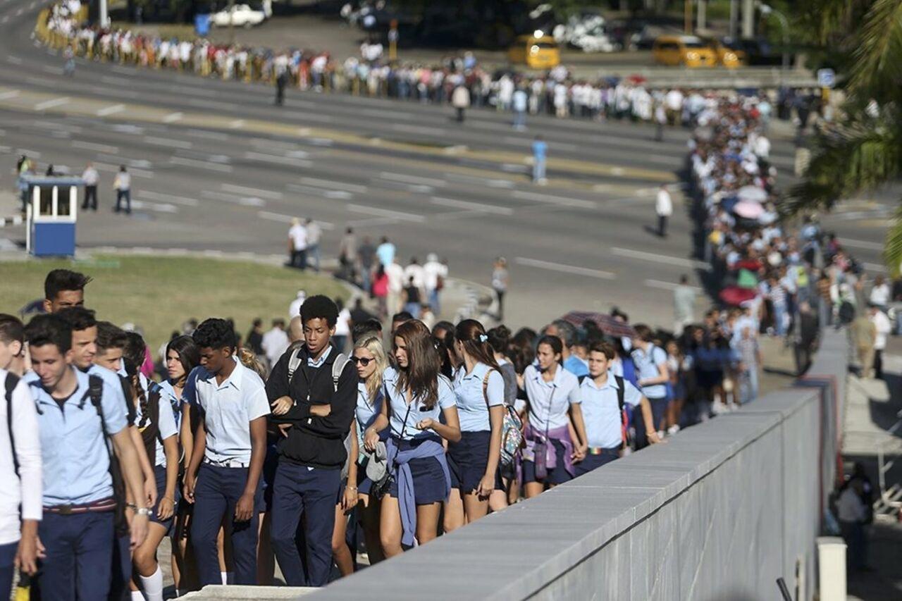 Траурную церемонию впамять оФиделе Кастро посетили около млн человек