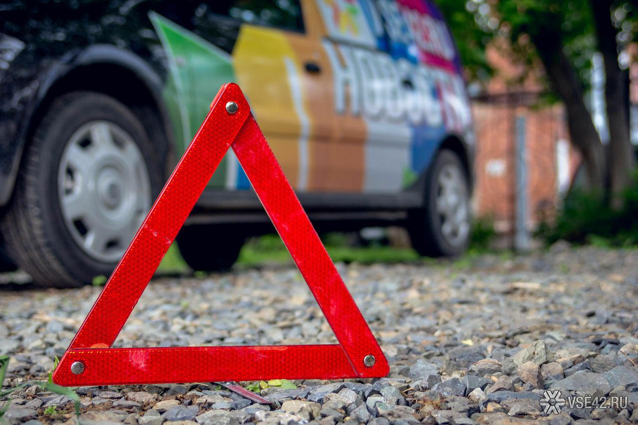ВКемерове пассажира Лексус зажало между автомобилями в итоге тройного ДТП