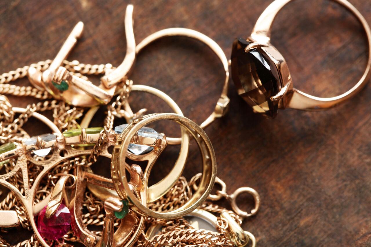 ВОмске воры, застигнутые врасплох, смыли золото хозяйки вунитаз