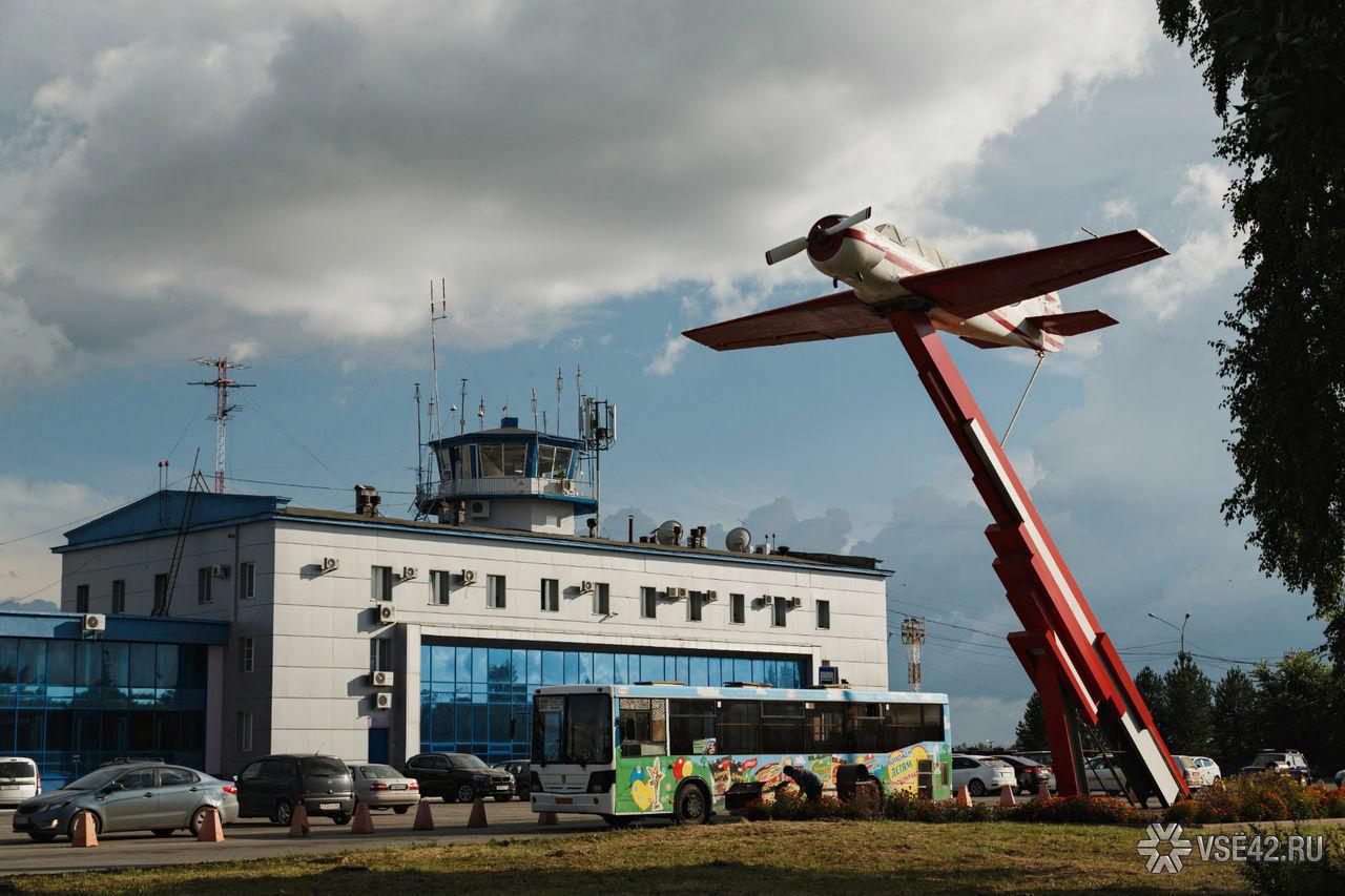 Ваэропорту Кемерова самолёт съехал свзлётной полосы изастрял вгрунте