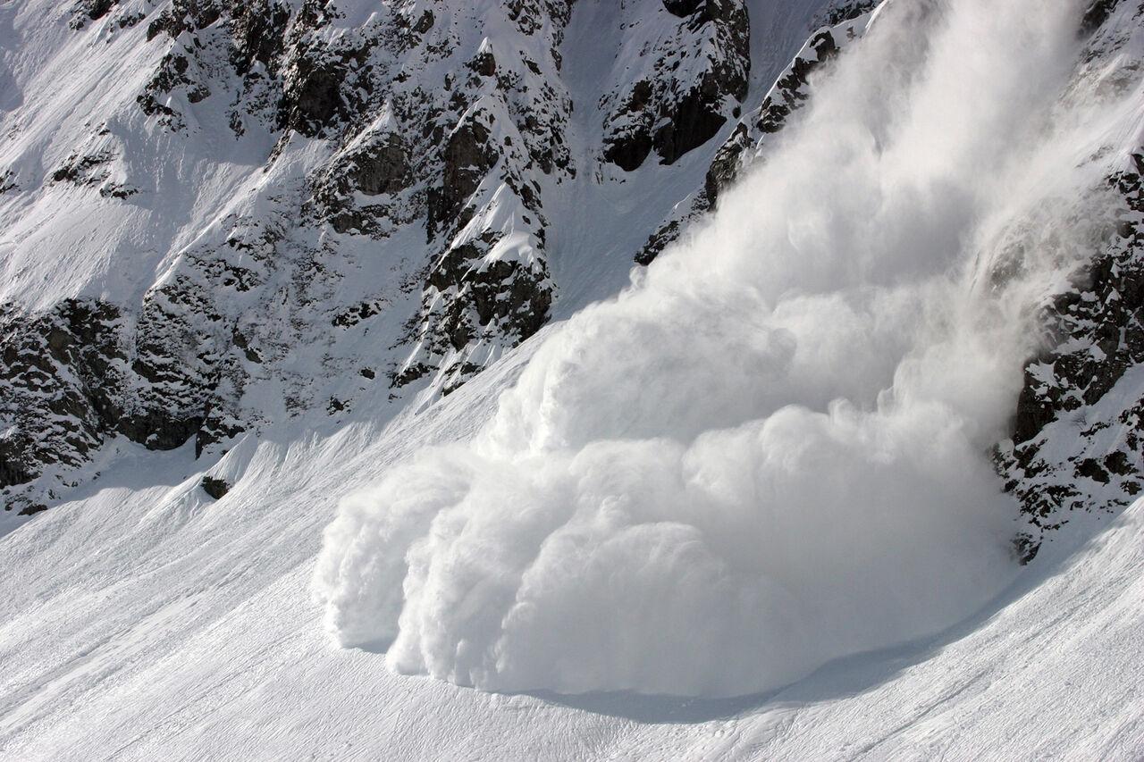 Двое детей погибли при сходе снежной лавины наюге Киргизии