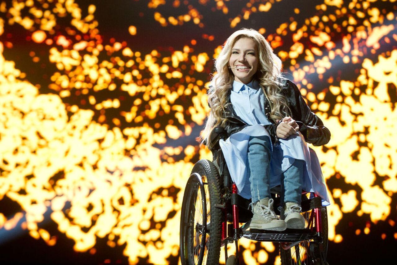 Россию на Евровидении-2017 будет представлять Юлия Самойлова с песней Flame is Burning. Об этом сообщил Первый канал в воскресенье 12 марта
