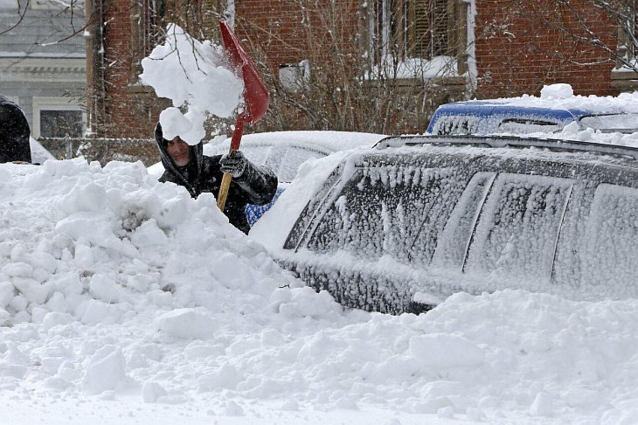 ВСША три человека погибли из-за снежного шторма