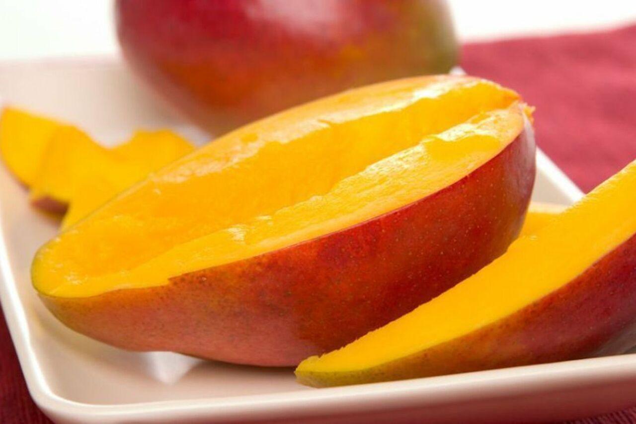 ВЯпонии продали килограмм манго за4 тысячи долларов