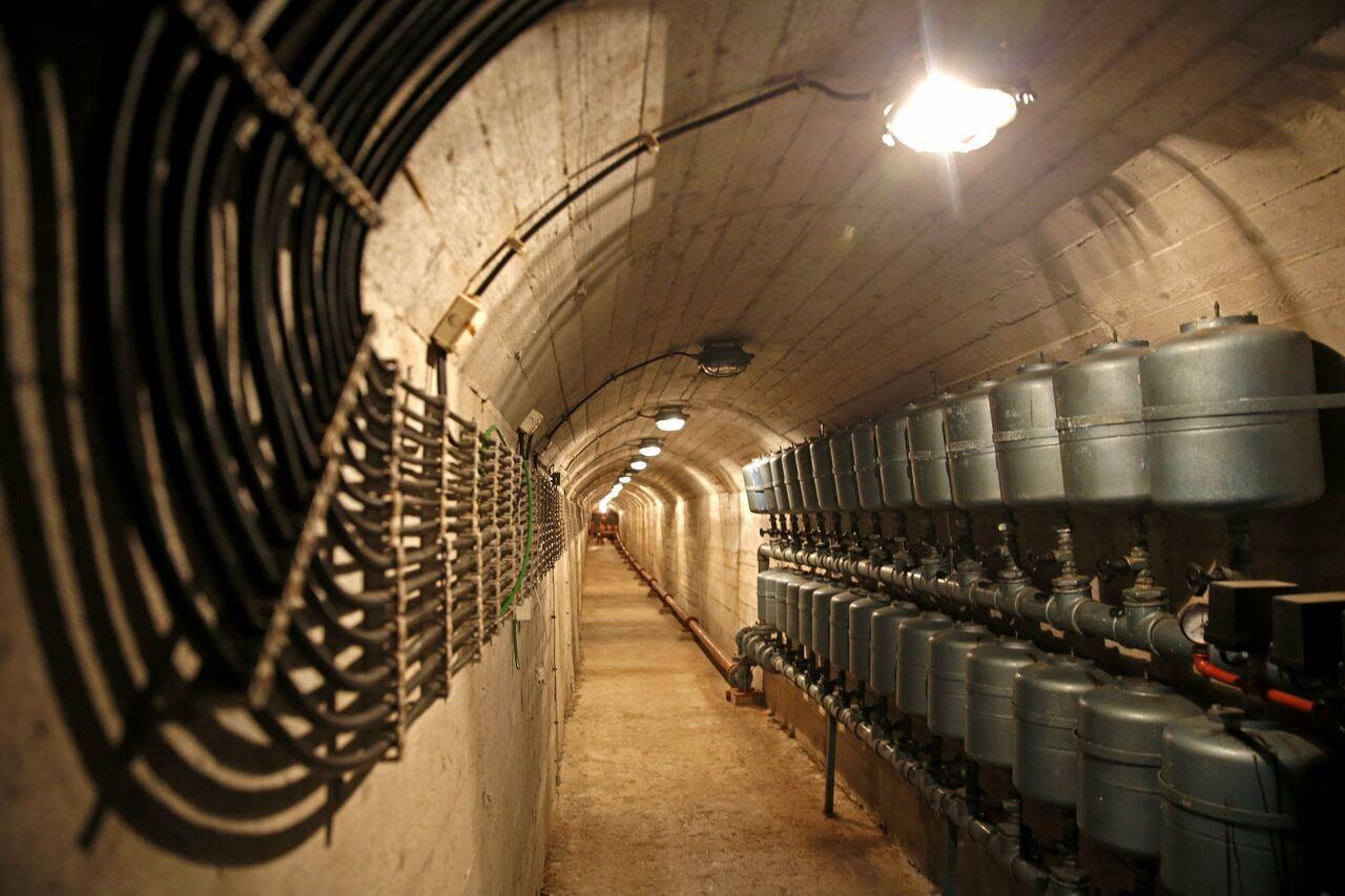 Японцы массово покупают бункеры, страшась ядерной угрозы отКНДР