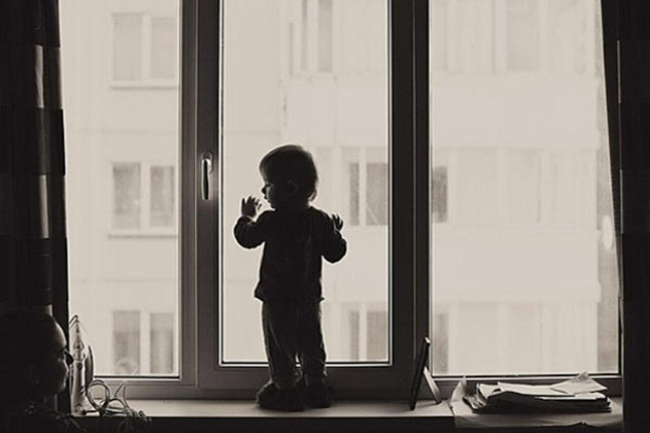 ВЕкатеринбурге двухлетний ребенок выжил после падения изокна 10-го этажа