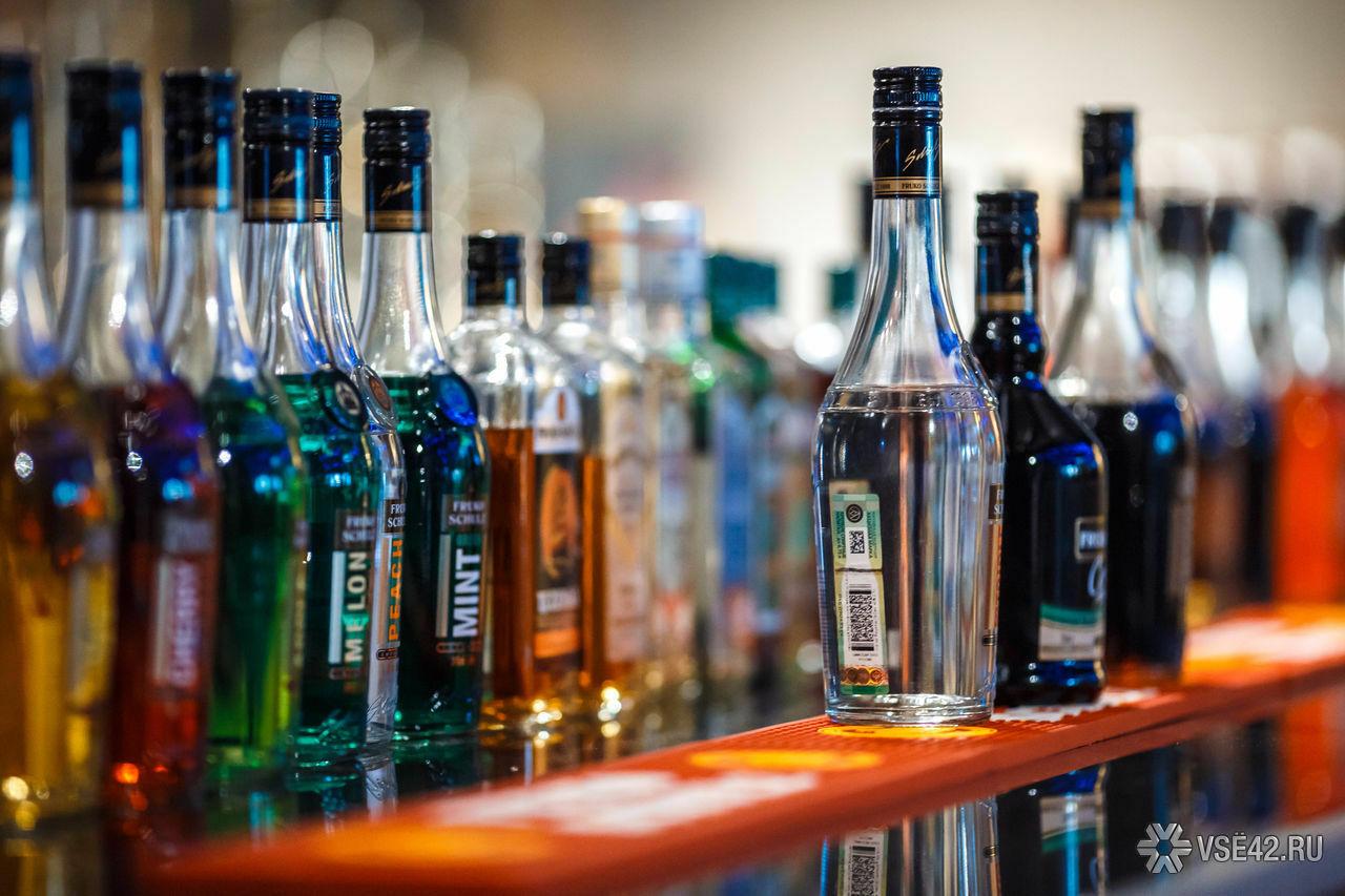 Путин подписал закон орозничной продаже спиртосодержащей продукции